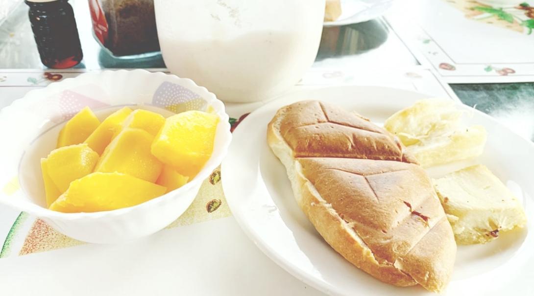 エクアドルの典型的な朝食